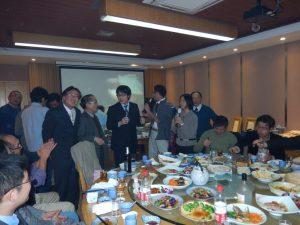 紹興の日本人会で熱唱!