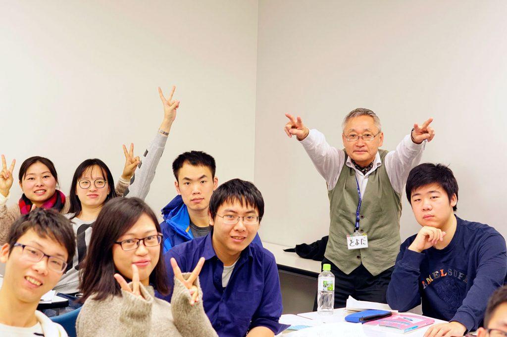 日本語教師は、心も頭も使います。体力も必要です。